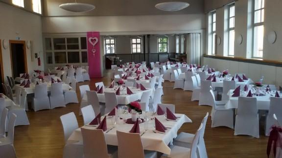 Martin-Luther- Saal geschmückt für ein Hochzeitsfest