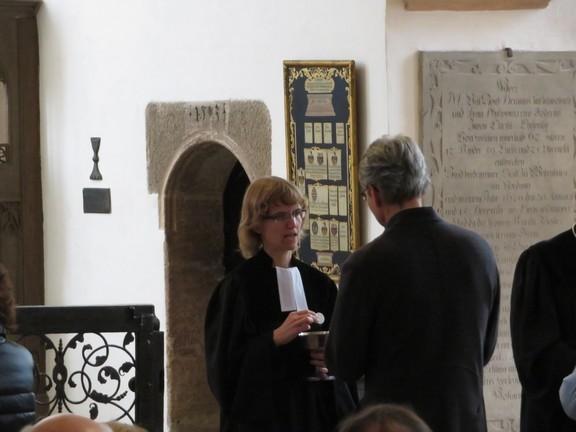Ordinationsgottesdienst Frau Pfarrerin Silvia Wolf am 24.9.2017 - beim Abendmahl