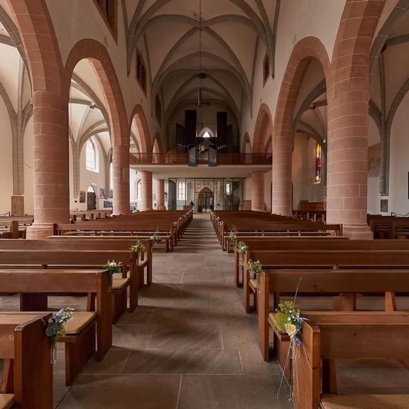 Eingangs- und Orgelbereich