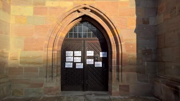 Am 22.11.2017, Buß- und Bettag hängen die ersten 10 Thesen an unserer Kirchentüre