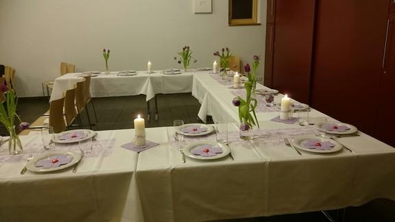 St. Markus - festlich gedeckter Tisch für eine Taufe